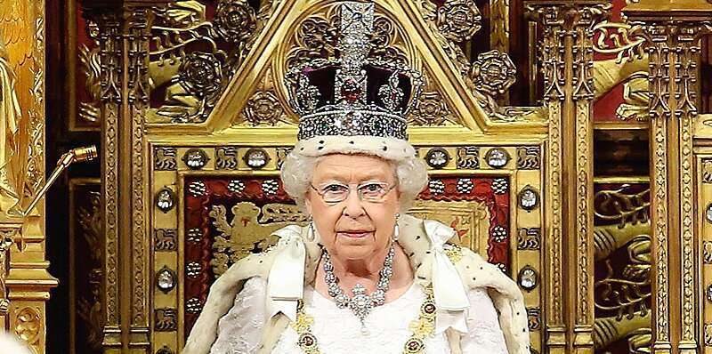 Does the British Queen Crown have a diamond? What is its price?